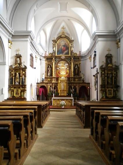 Kostel Nanebevzetí Panny Marie u Poutního domu vKrálikách