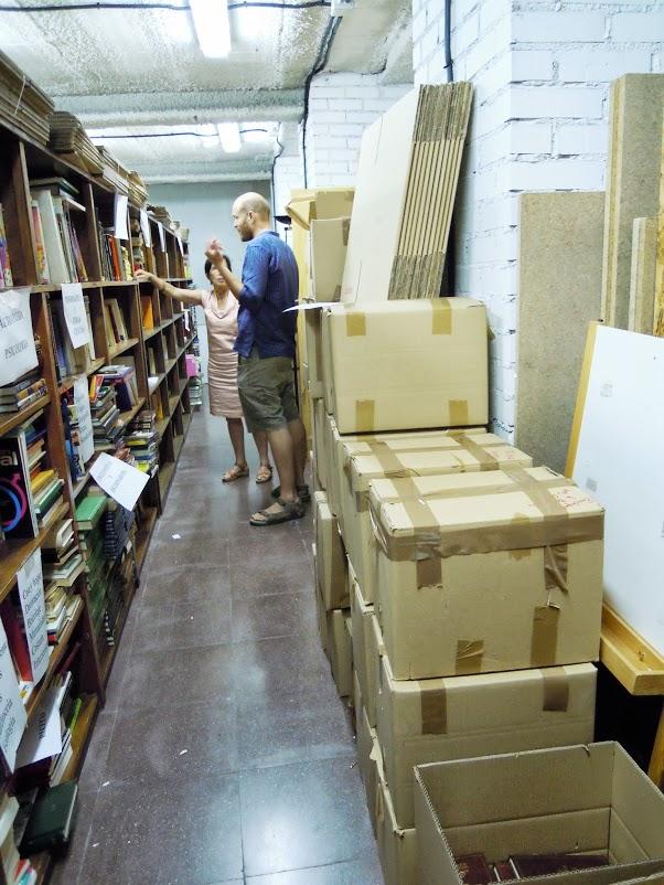 Krabice knih pro zaslání do Peru