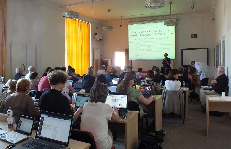 Účastníci workshopu ve velké posluchárně