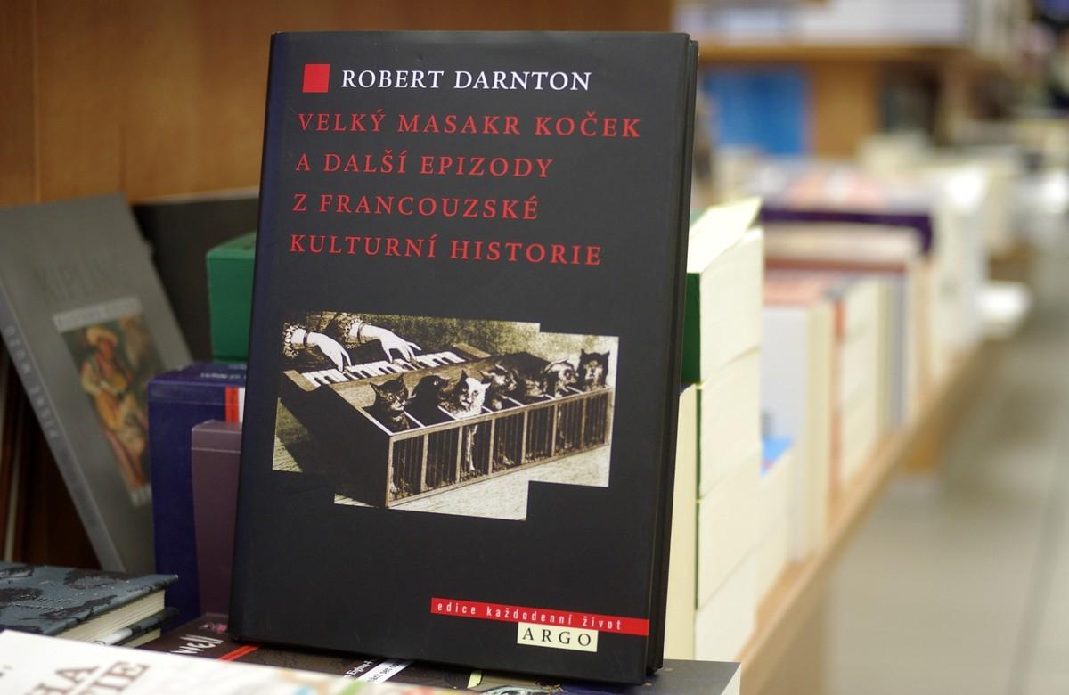 Nejpřekládanější kniha Roberta Darntona se nyní dostává i k českým čtenářům