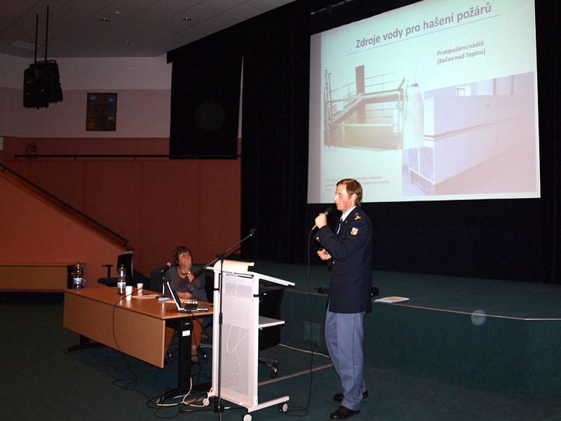 Marek Hütter představuje možné řešení pro zajištění dostatku vody na hašení v památkovém objektu