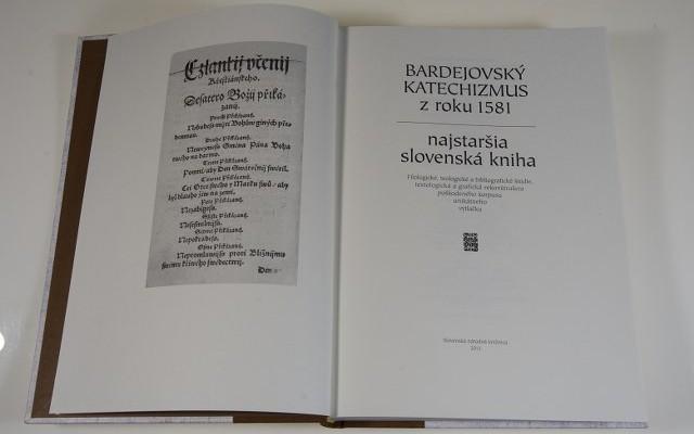 Knihu o 255 stranách vydala Slovenská národná knižnica v závere roka 2013