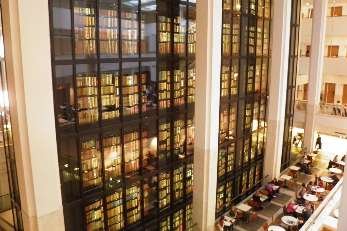 King´s Library v nové budově British Library