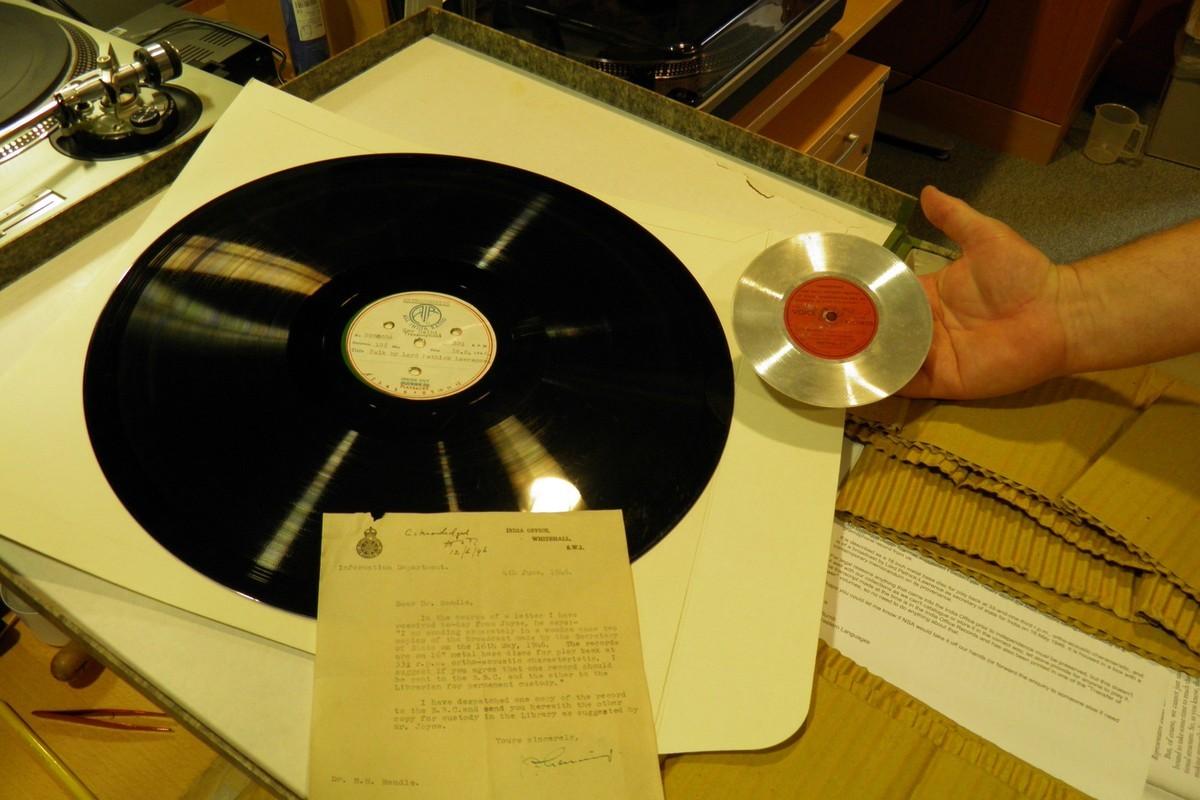 Malá placka připomínající dnešní CD se používala k záznamu hlasu