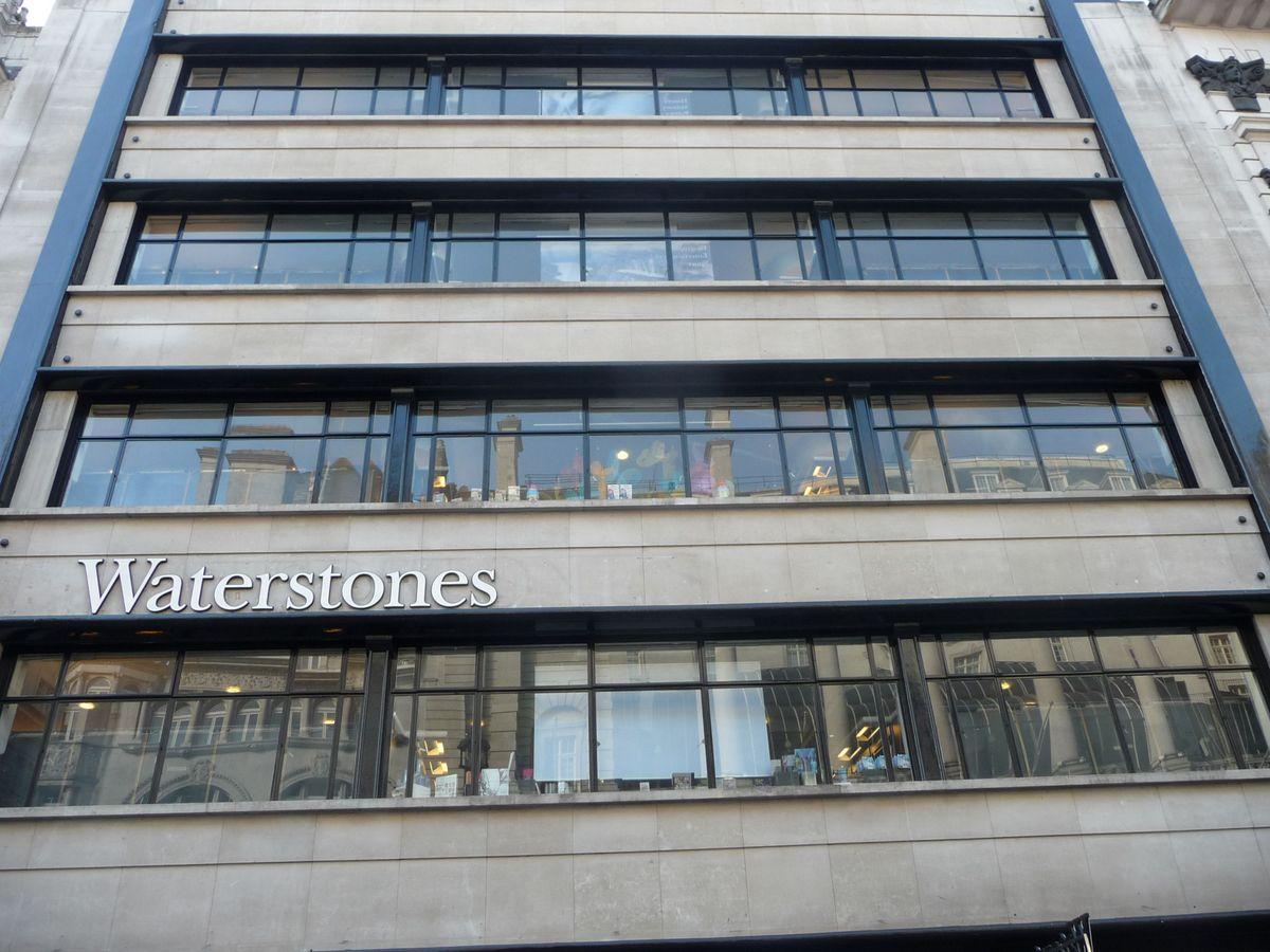 Největší londýnské knihkupectví Waterstone's