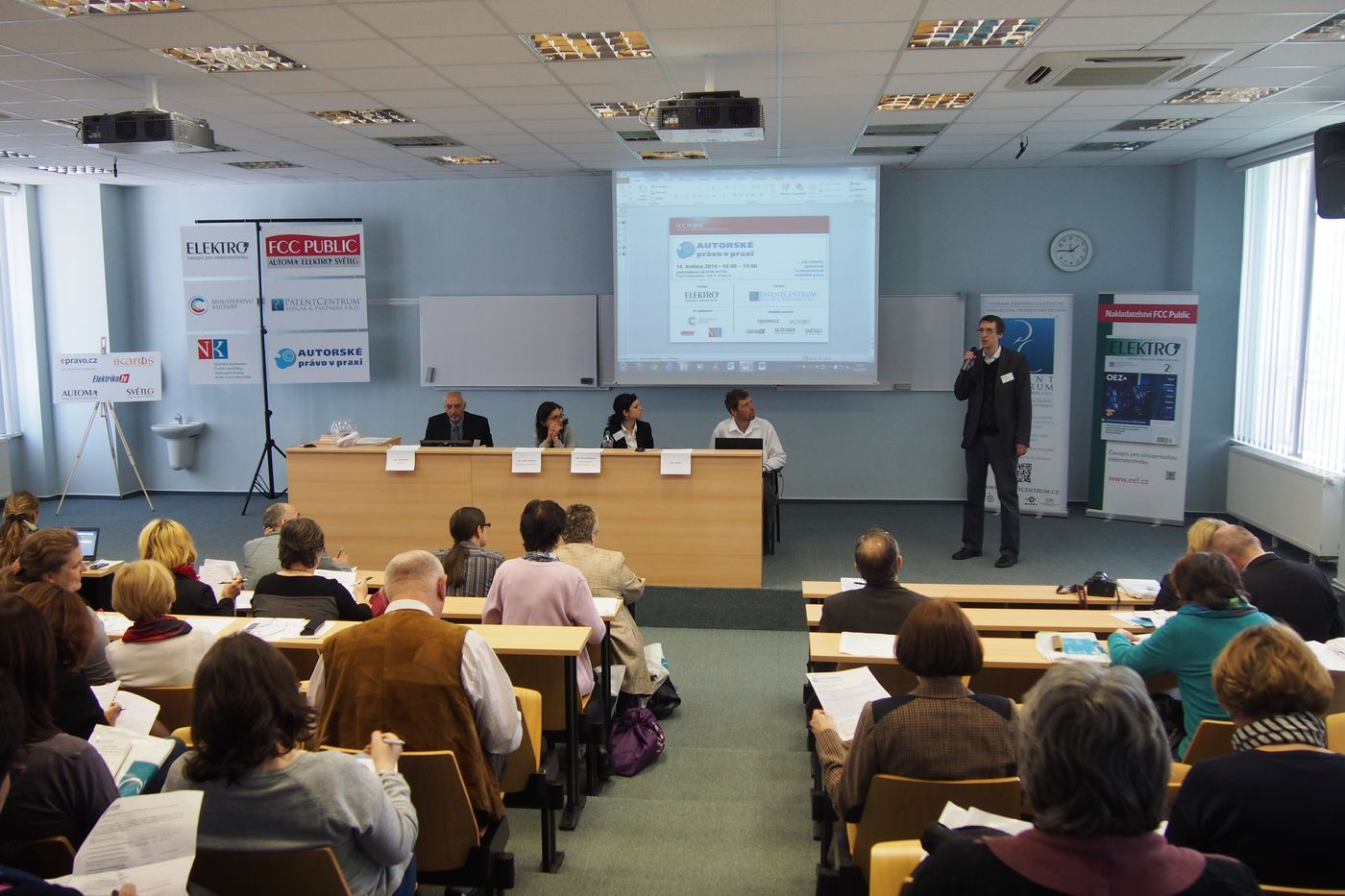 Akce se konala v zaplněném přednáškovém sále Ústavu teorie informace a automatizace AV ČR v Praze 8