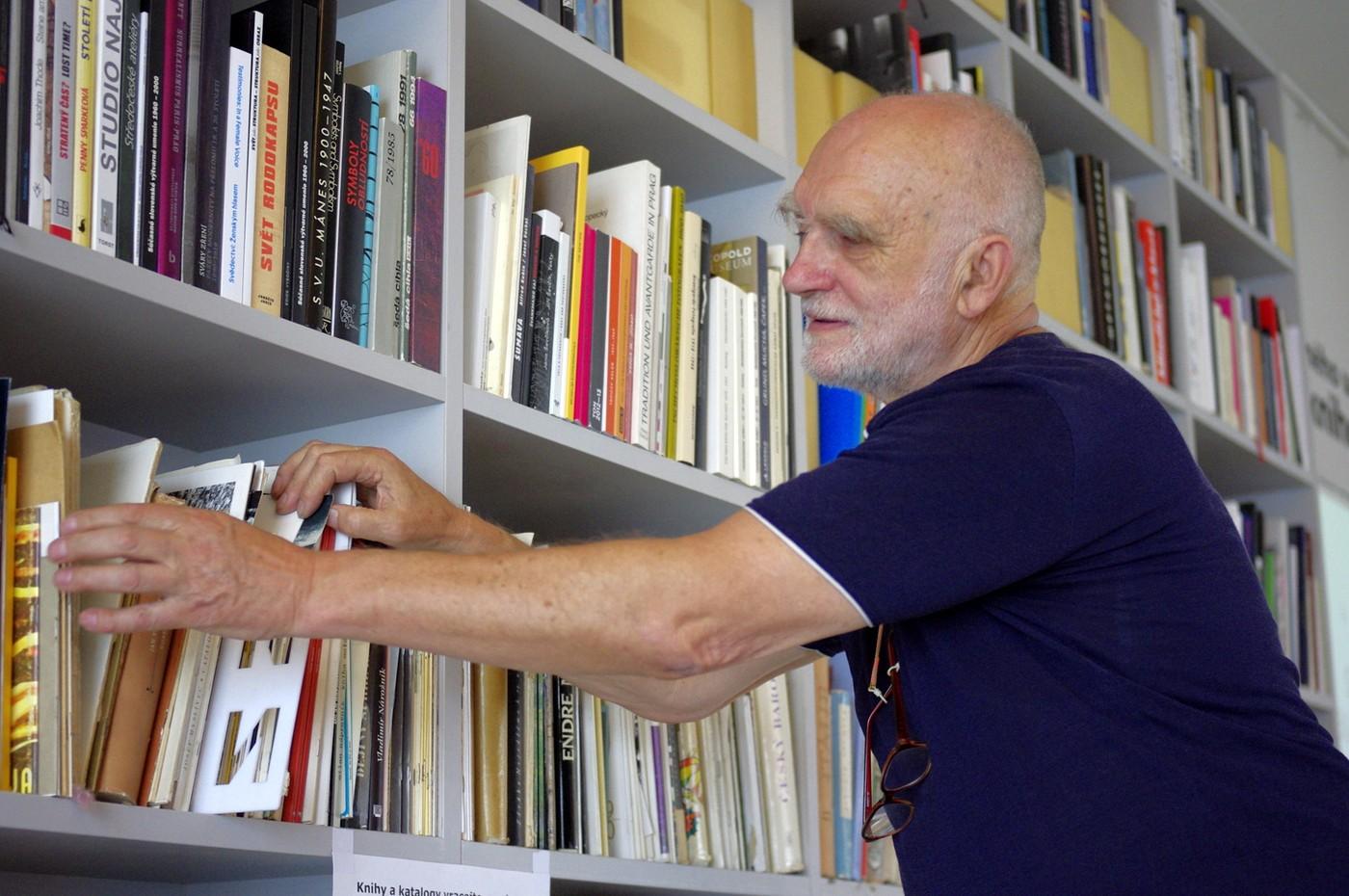 Zakladatel Archivu výtvarného umění Jiří Hůla