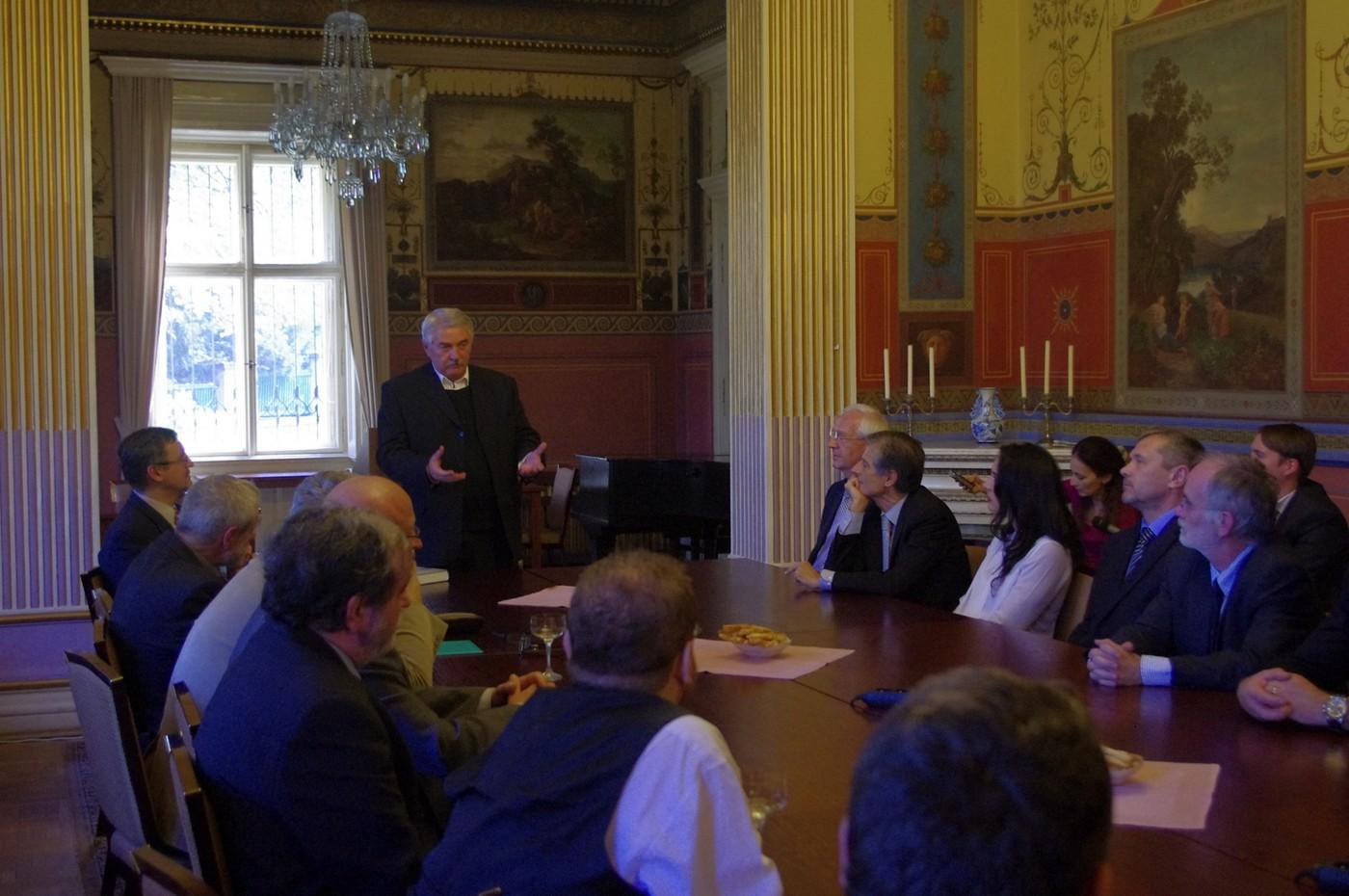 Dušan Kováč knihu představil 14. října ve slavnostních prostorách Lannovy vily, která patří české Akademii věd