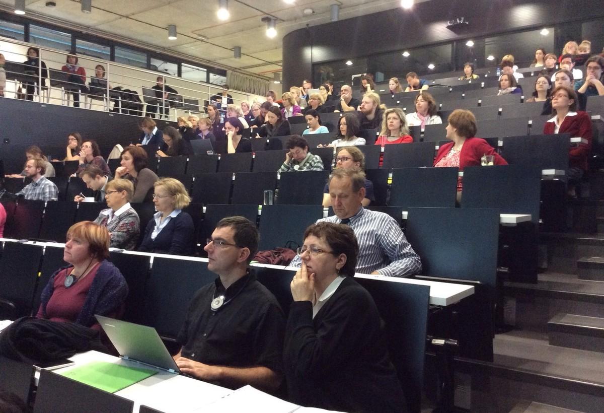 Návštěvníci konference v Ballingově sále NTK