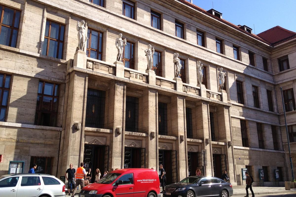 Budova Ústřední knihovny Městské knihovny v Praze