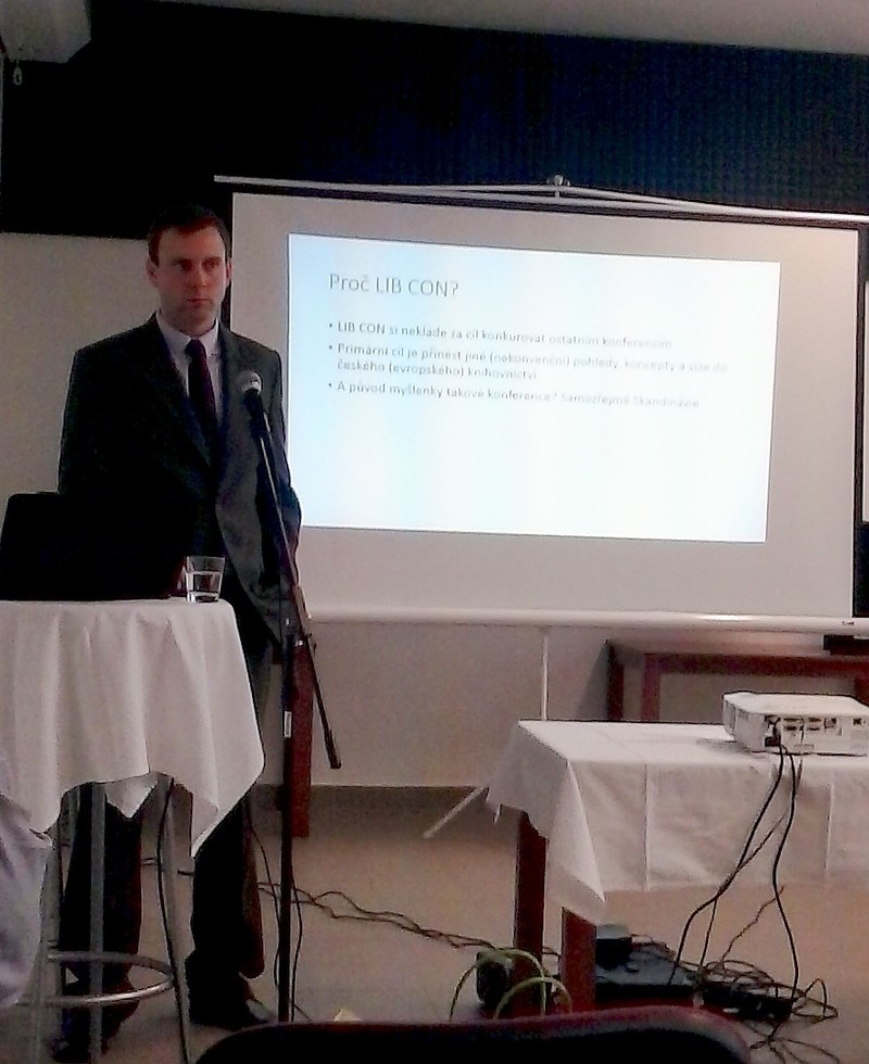 PhDr. Jan Černý zahajuje konferenci LIB CON