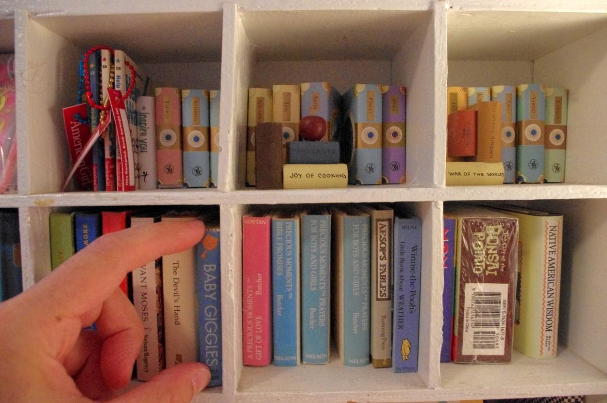 Miniaturní knihy na různá témata