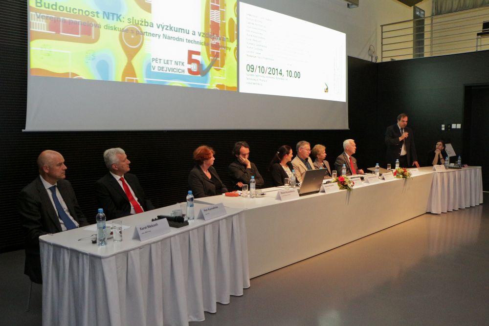 Účastníci panelové diskuse