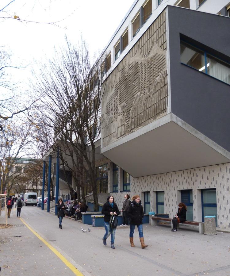 Budova Filozofické fakulty Univerzity v Lublani, ve které sídlí Katedra knihovnictví, informační vědy a knihovědy