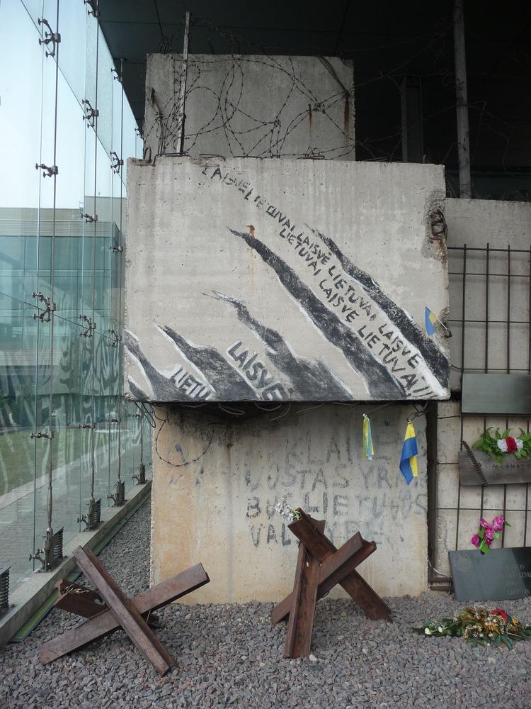 Zbytek barikády vystavěné začátkem 90. let