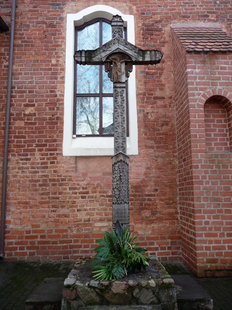 Vyřezávané dřevěné kříže
