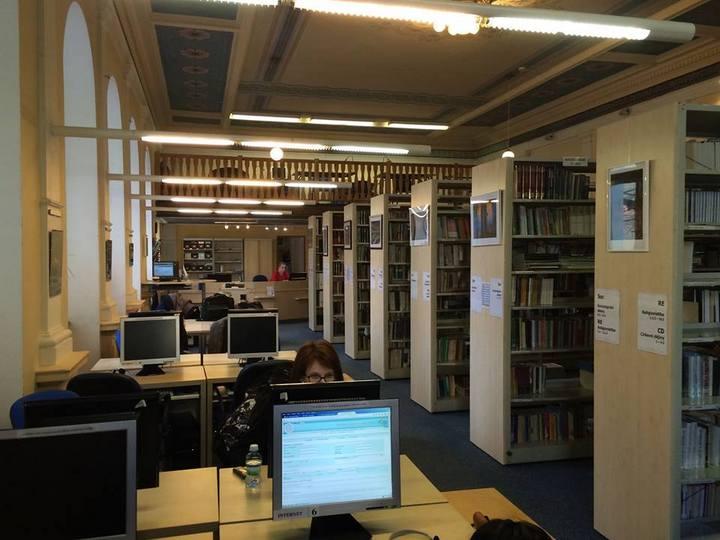 Celkový pohled na knihovnu