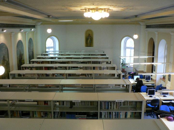 Hlavní knihovní sál (pohled z galerie)