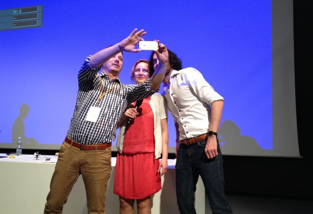 Skupinová selfie na konci konference