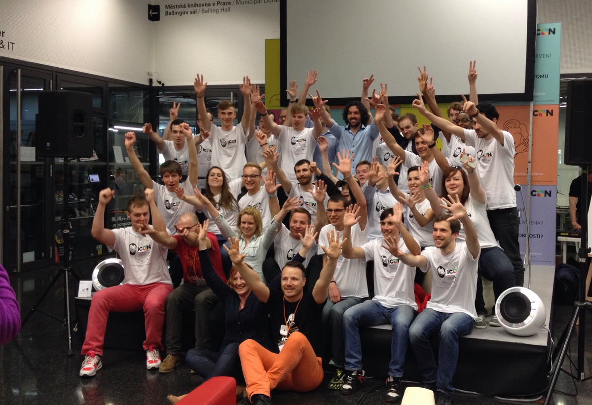 Skupinové foto organizátorů a pořadatelů letošního iCONu