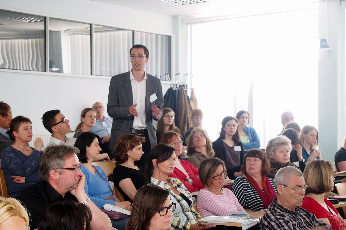 Mgr. Jan Barták odpovídá na dotaz v diskusi