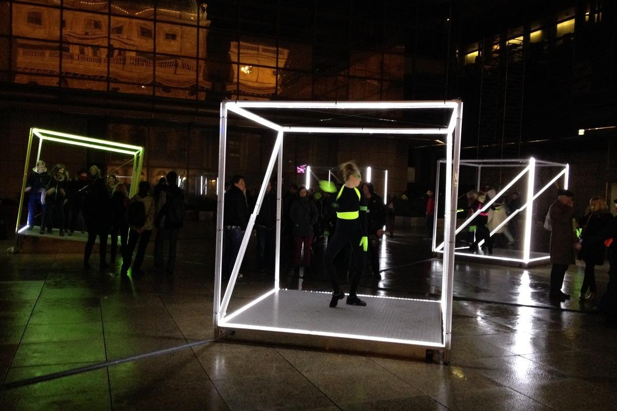 Dancing Cubes u Národního divadla