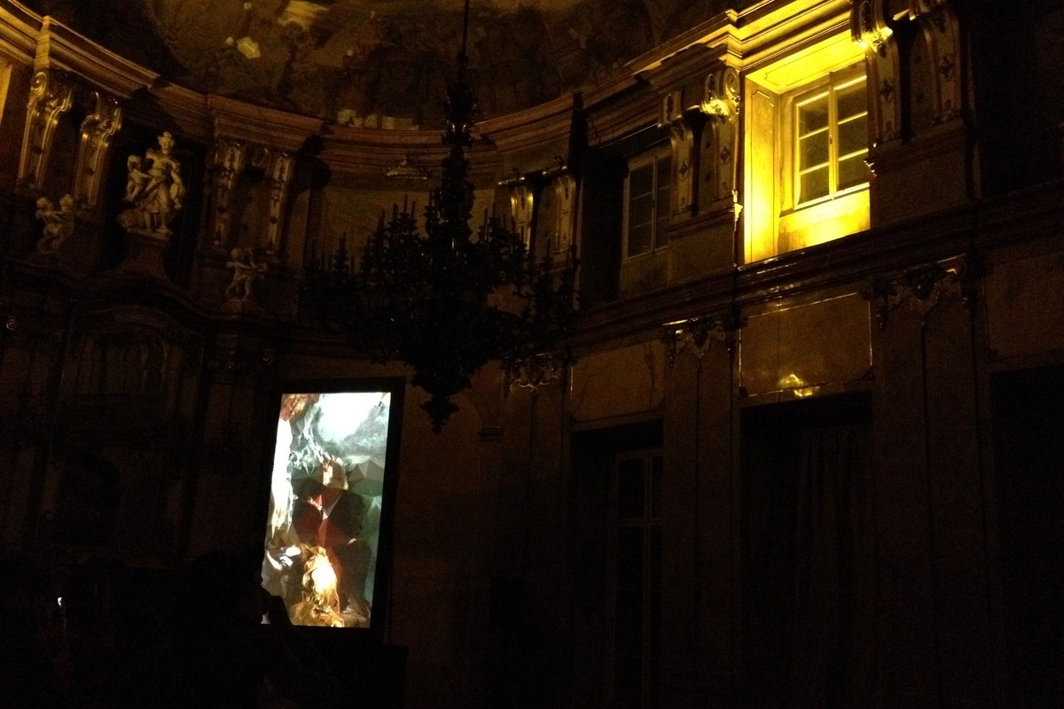 Instalace Strata #4 v Colloredo-Mansfeldském paláci