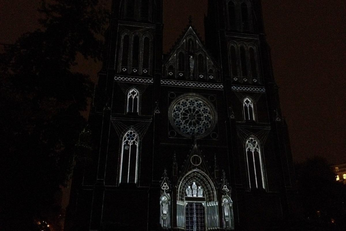 Projekce Escape na kostel svaté Ludmily na náměstí Míru