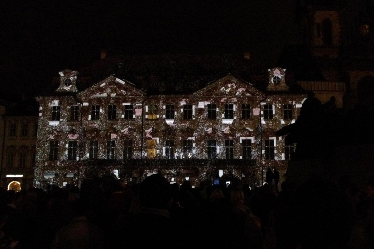 Projekce The Dive na Staroměstském náměstí