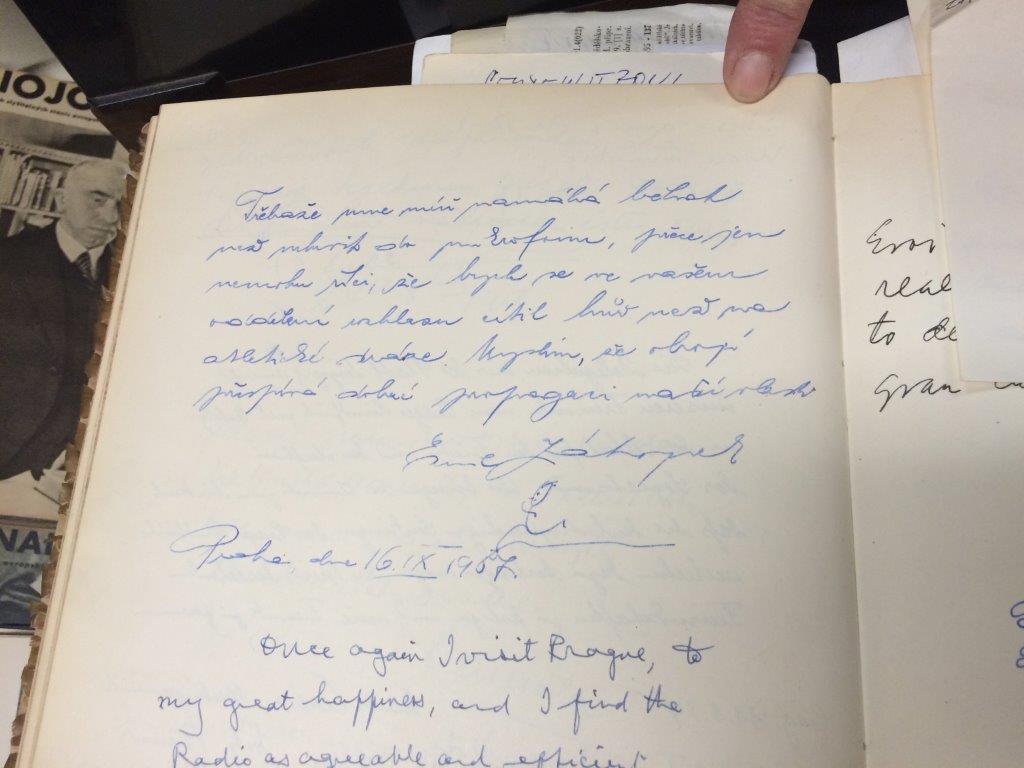 Pamětní kniha s podpisem Emila Zátopka