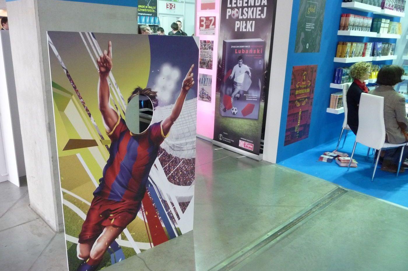 Návštěvníci veletrhu se mohli nechat vyfotit se svou tváří vloženou do maket slavných fotbalistů