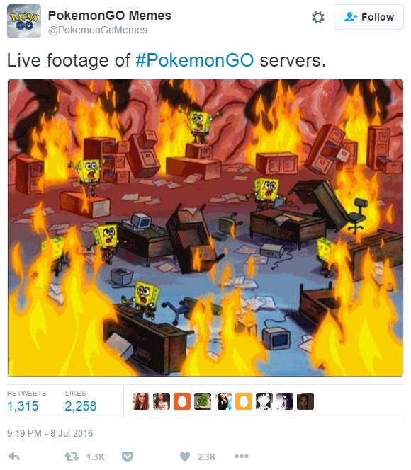 Kousavé twíty o výpadcích serverů