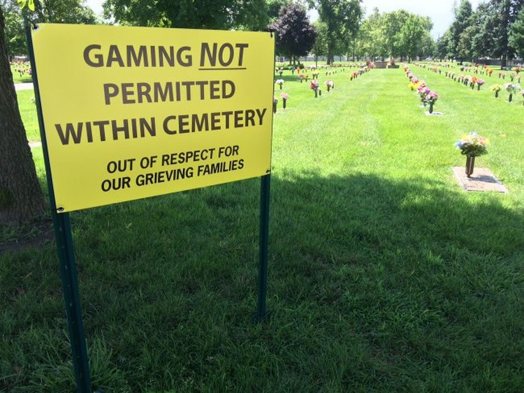 Zákaz lovení pokémonů na hřbitově