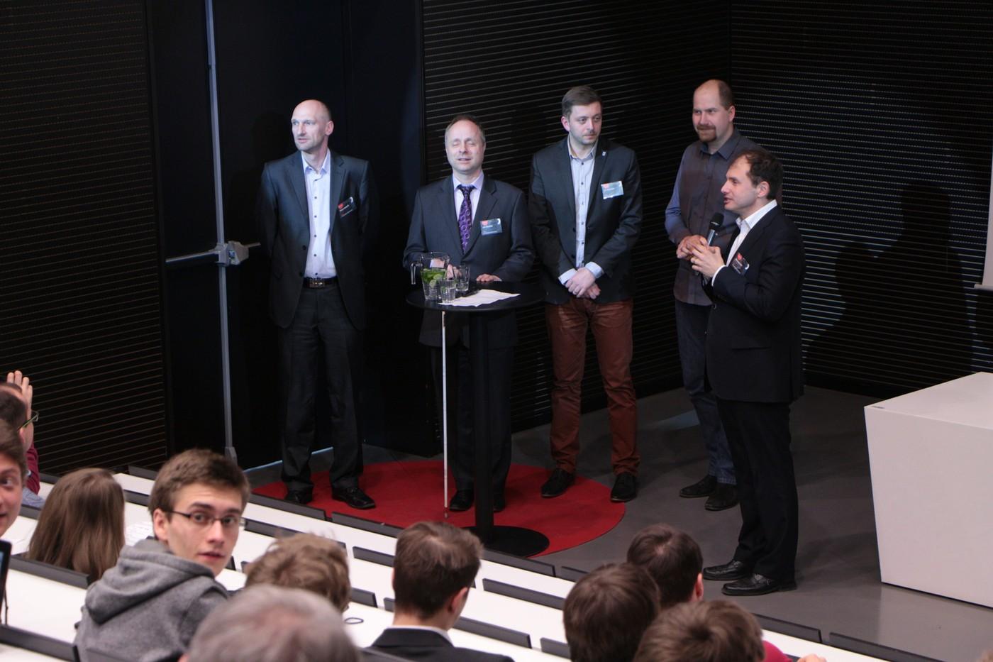 Moderátor Miloslav Nič a speakeři TEDu