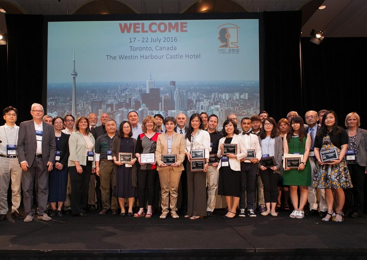 Držitelé letošních ocenění na společné fotografii s předsedy jednotlivých sekcí