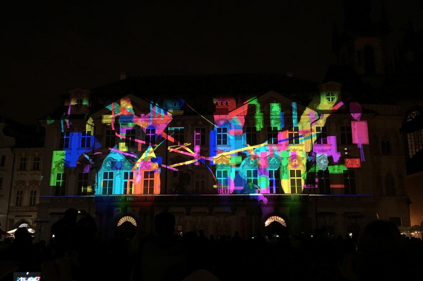 Videoprojekce Voice of Figures na Staroměstském náměstí