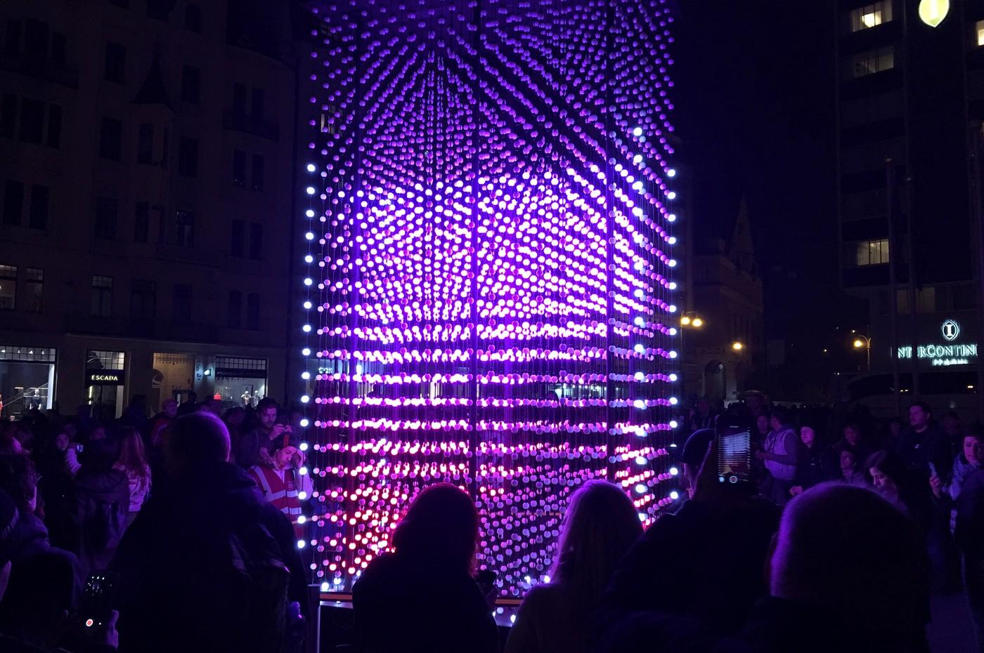 Monolith v Pařížské ulici