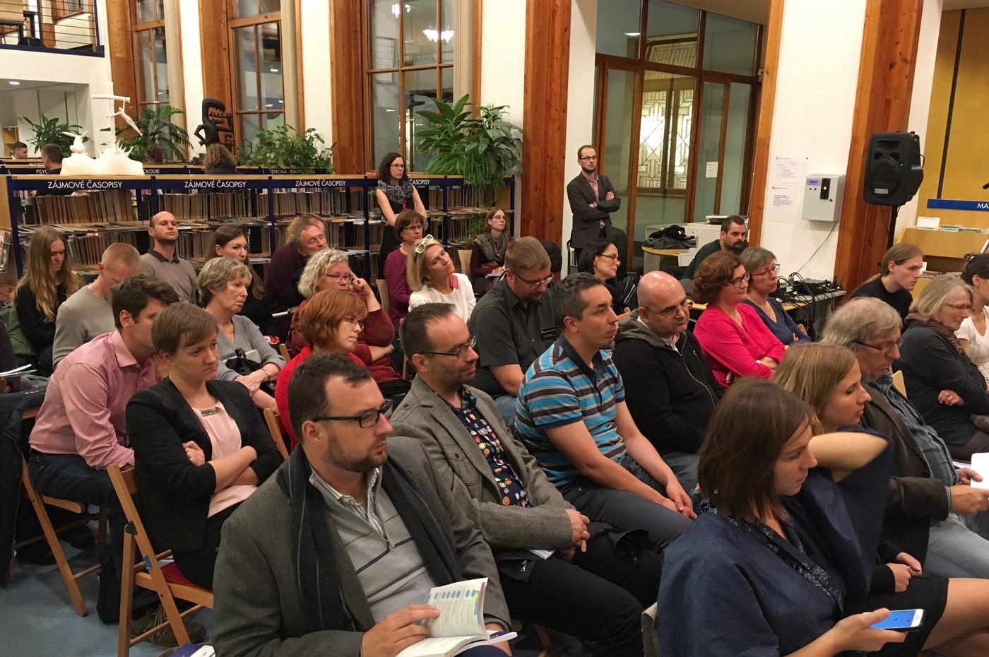 Veřejná diskuse v čítárně Městské knihovny