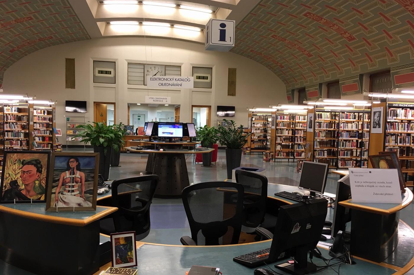 Pohled do centrální haly Městské knihovny