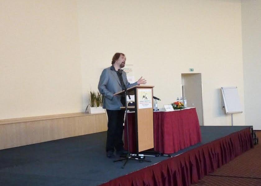 Profesor van Dijk na konferenci ECIL 2016