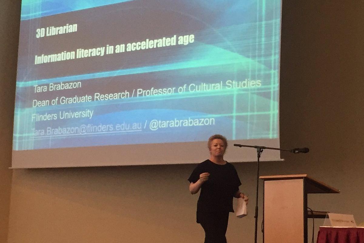 Tara Brabazon na konferenci ECIL 2016