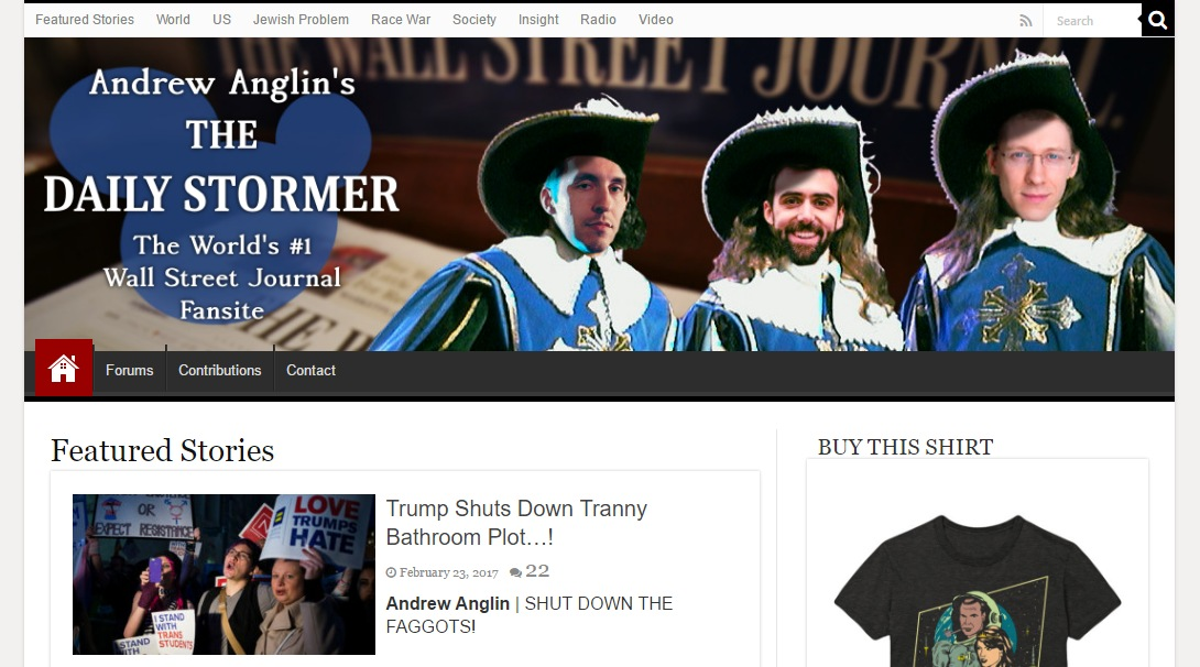 Screenshot alt-right webu Daily Stormer s trojicí reportérů z Wall Street Journalu