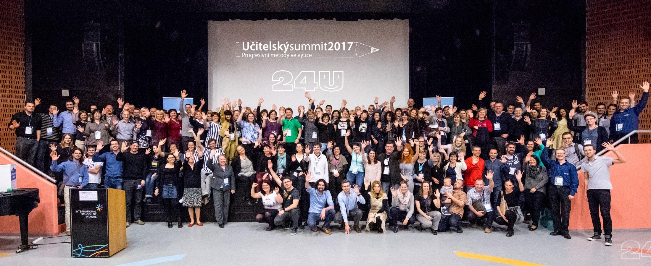 Společná fotografie účastníků Učitelského summitu 2017
