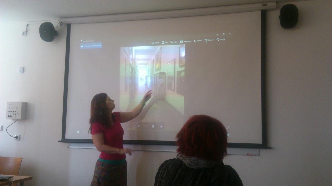 Adéla Dilfhofová hovoří o veřejné knihovně ve městě Prato