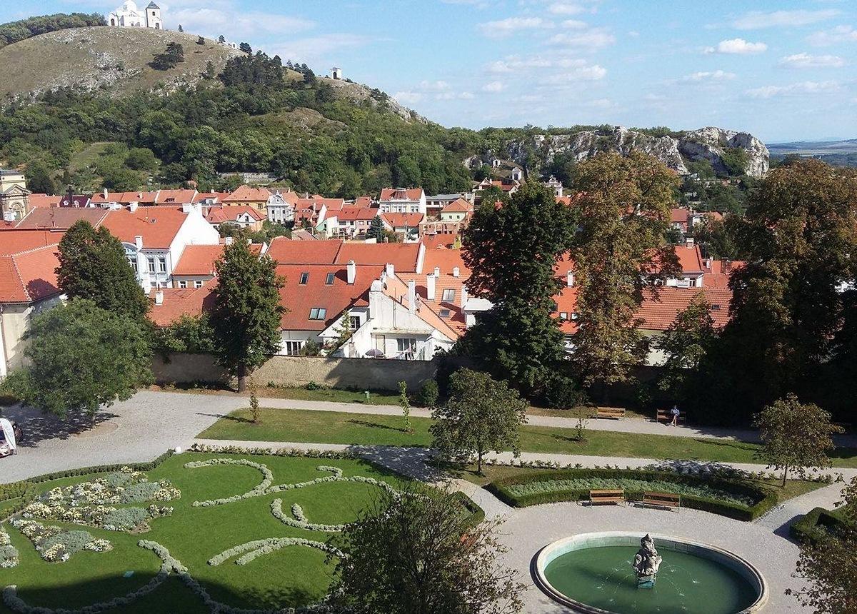 Výhled z okna zámku Mikulov