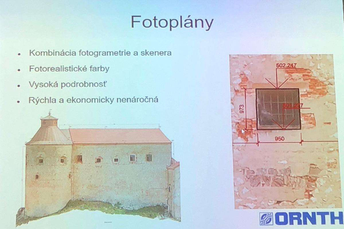 Fotoplán – boční pohled na 3D model naskenované budovy a detail na malé okno. Lze si všimnout jasných detailů – tento model byl skenován s rozlišením 1 bod na 5 mm.