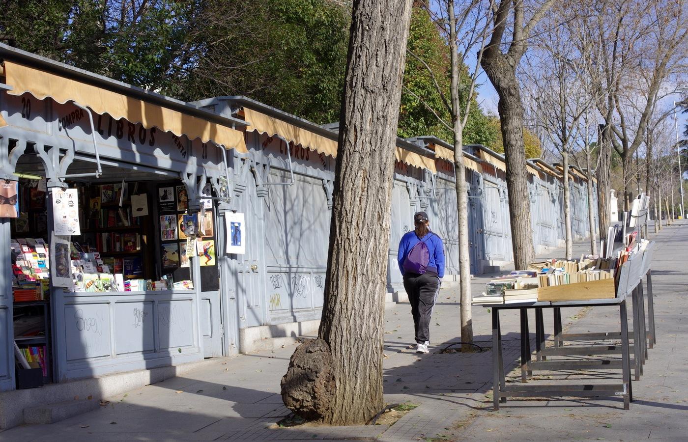 Madridští prodejci knih zavírají krám. Letos všichni odjeli za knihami do Barcelony.