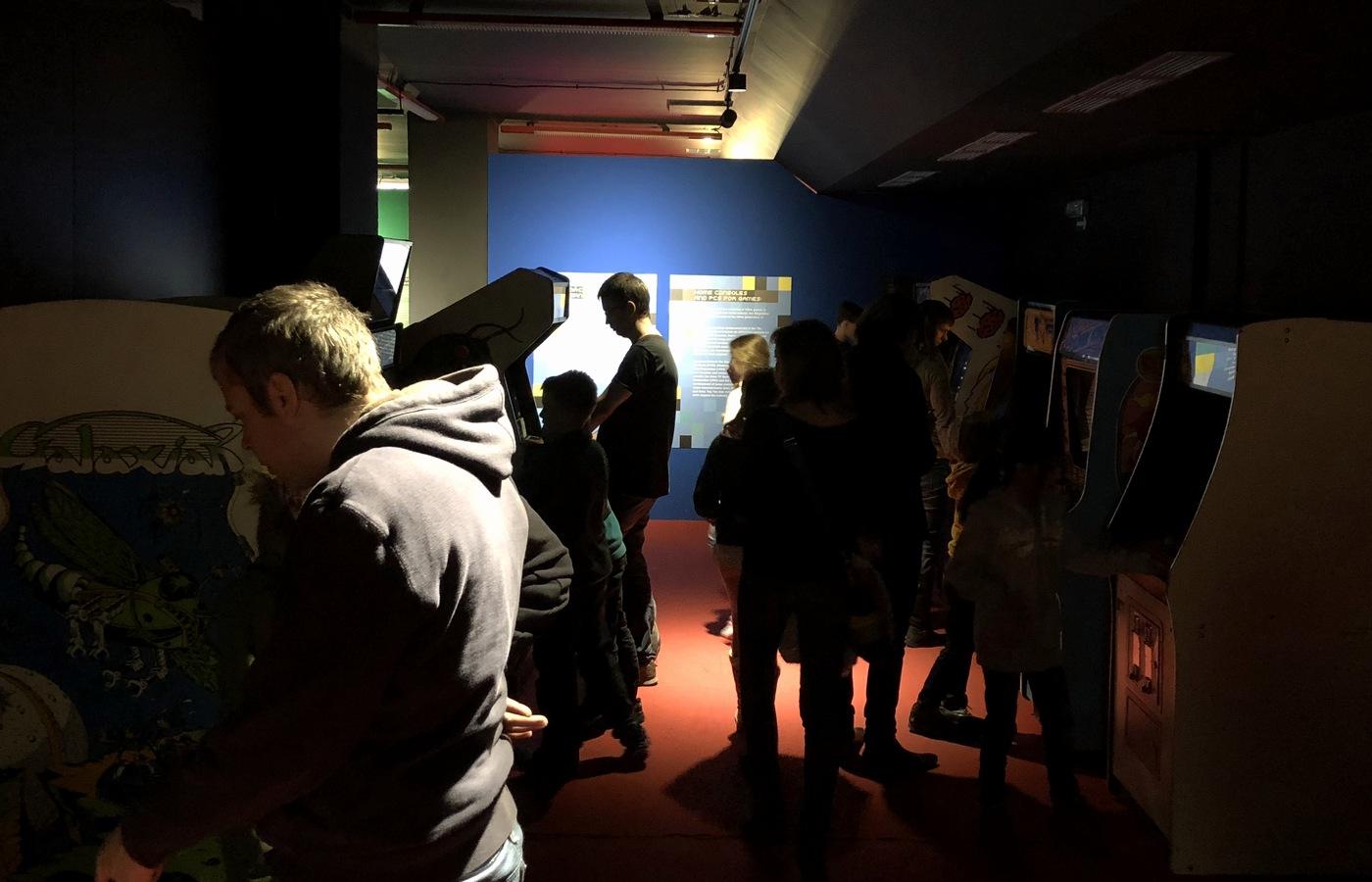 Pohled do arkádové sekce výstavy
