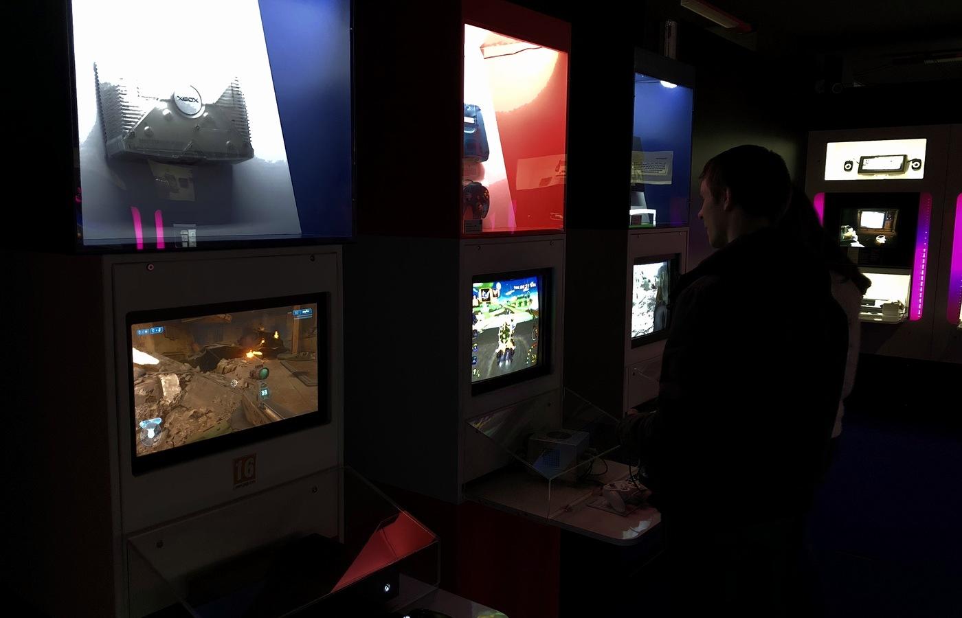 Konzole Microsoft Xbox a Nintento GameCube