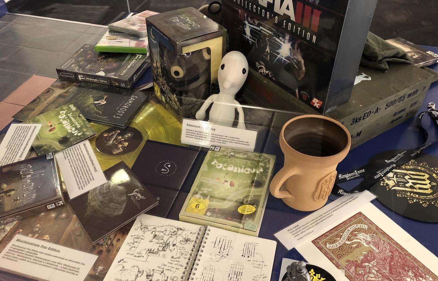 Plyšové figurky, sběratelské kartičky a další upomínkové předměty ke hrám Machinarium a Botanicula
